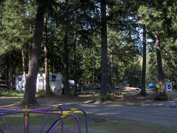 Fully serviced RV Campsites in a family friendly Campground and RV Park.